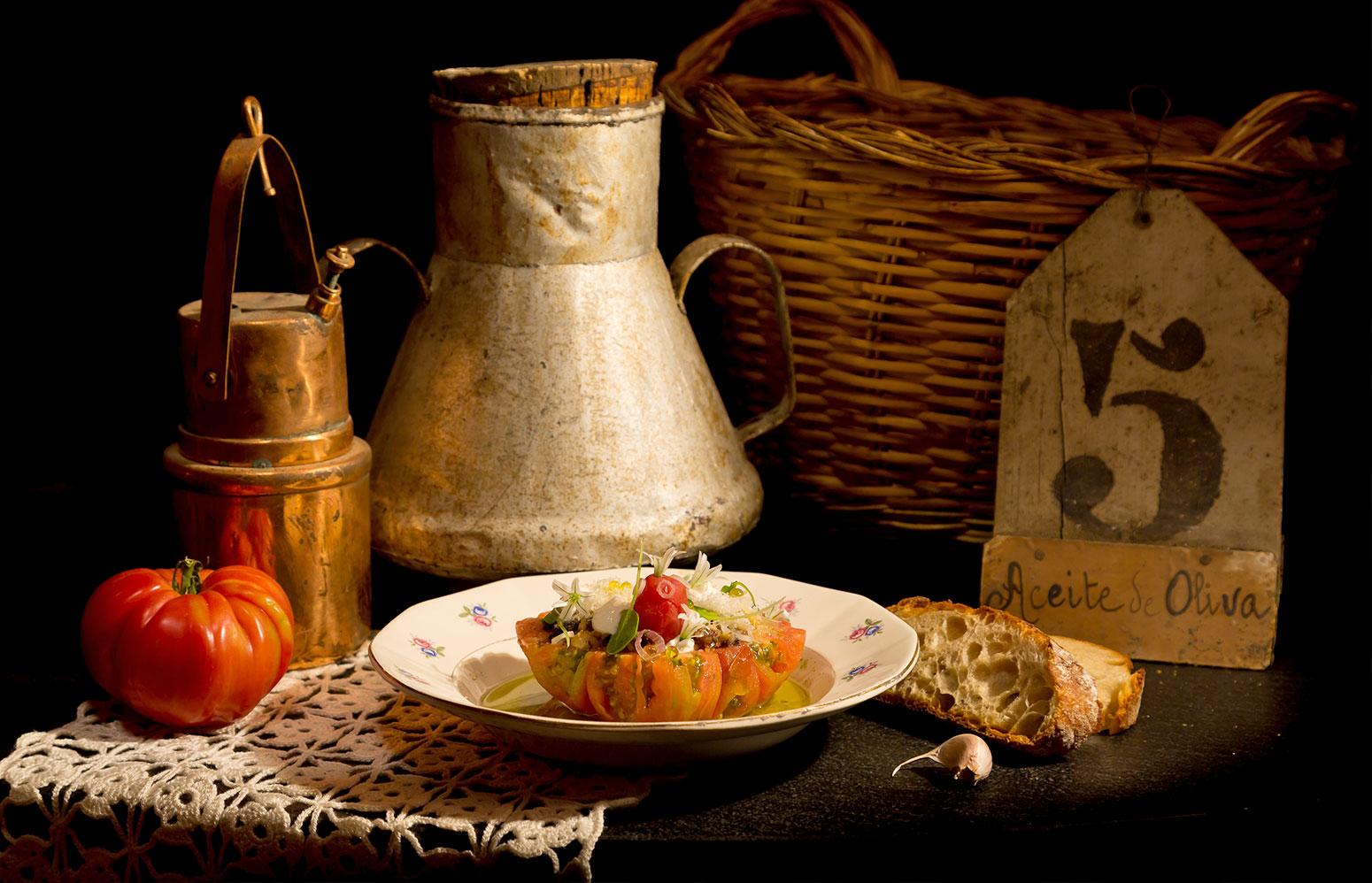 Bodegón antiguo con inspiración de bodega para el restaurante Sucursal Aceitera
