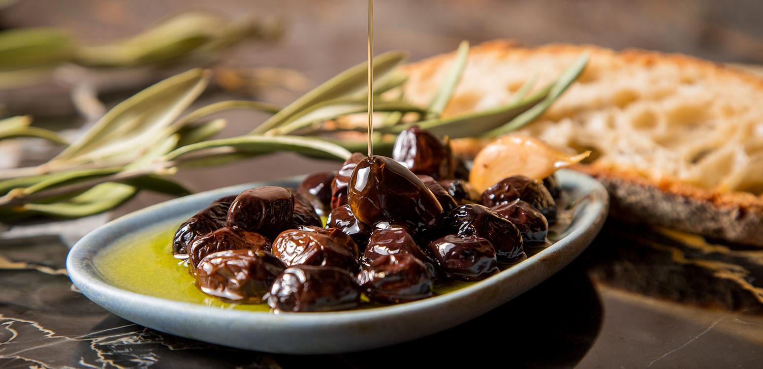 Aceite y aceitunas para el Restaurante Sucursal Aceitera - dosgrapas