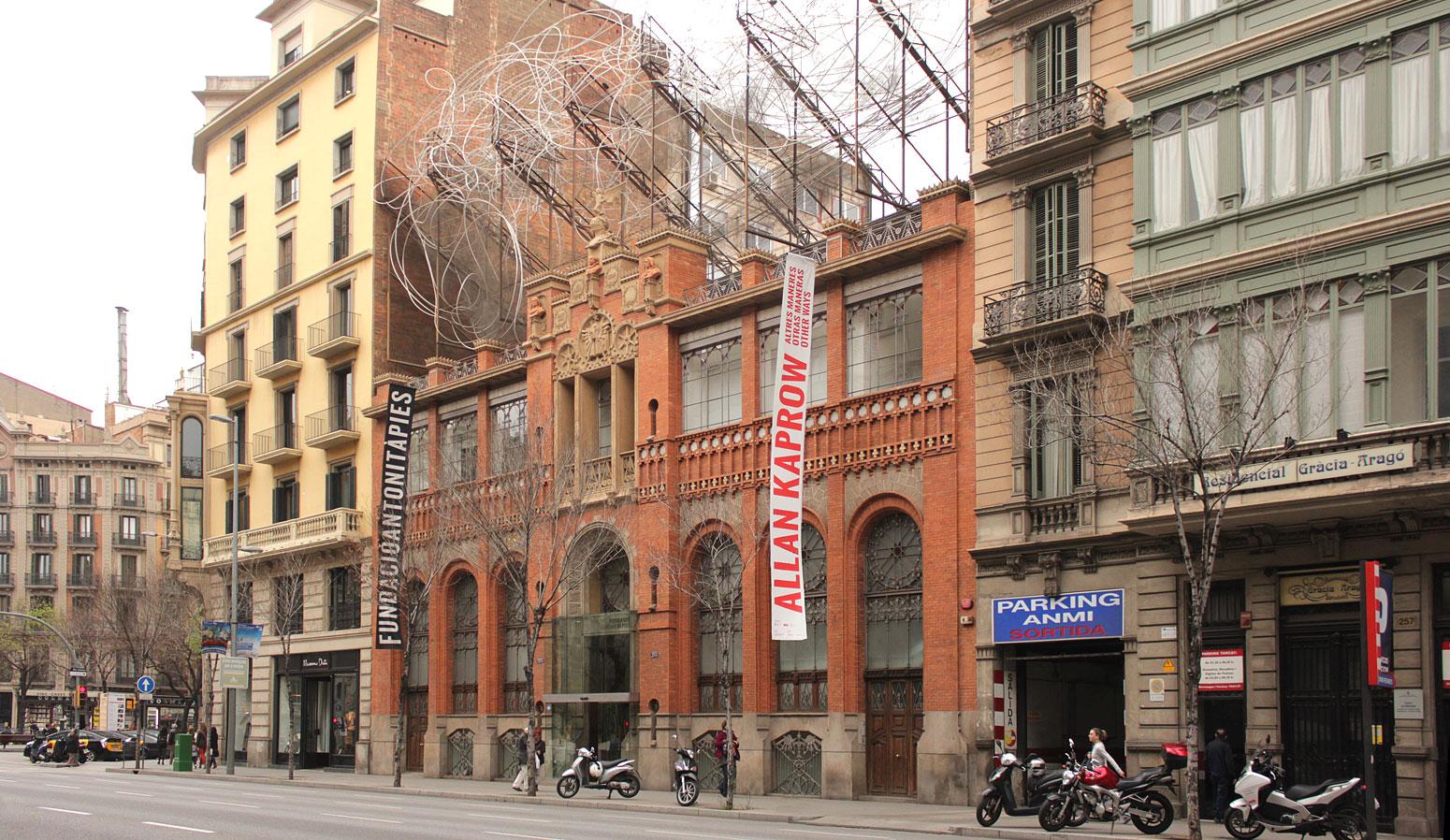 Fundació Antoni Tàpies - dosgrapas | Estudio de diseño gráfico en Barcelona